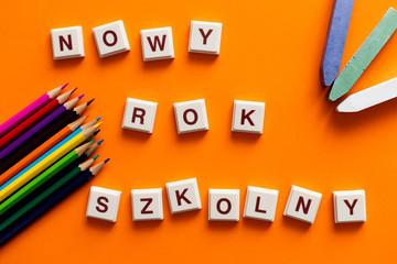 Fototapeta Nowy rok szkolny, napis na pomarańczowym tle obraz