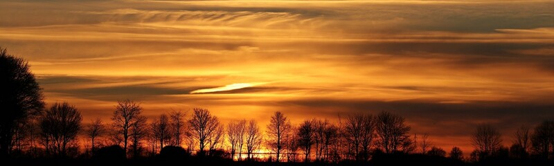 Foto auf Leinwand Braun sunset over the river