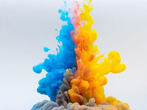 水中の絵の具 混ざる三色②