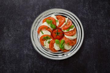 Tomate mozzarella assiette
