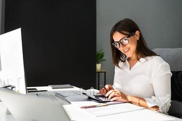 Foto auf Leinwand Vogel auf Asten Accounting Bookkeeper Clerk Woman. Bank Advisor