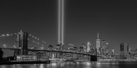 Fotobehang Brooklyn Bridge New York City 9/11 Tribute Light B&W