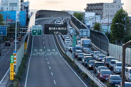 日本の定番渋滞スポット、関越自動車道の練馬出口の渋滞