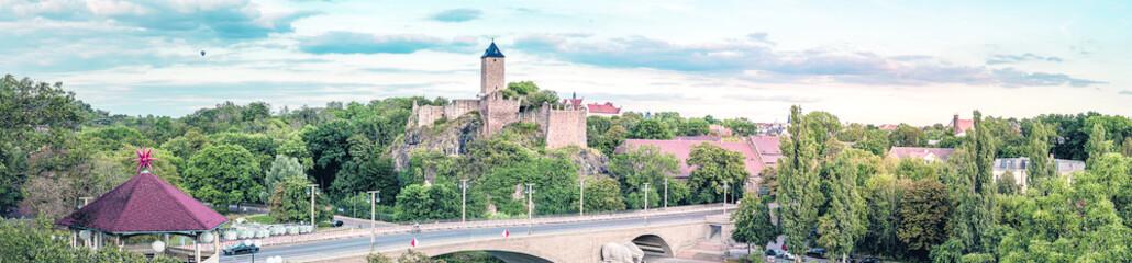 Foto auf Leinwand Olivgrun Burg Giebichenstein in Halle Saale in Sachsen-Anhalt - Panorama