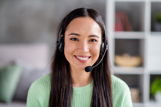 Close-up portrait of her she beautiful cheerful friendly girl operator retail store shop manager chatting taking order telemarketing selling things providing support service hot line home-based office