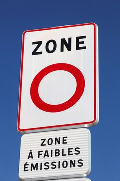 Low emission zone road sign in France