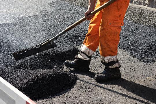 Paving the road with porous asphalt for traffic noise.reduction in Geneva, switzerland