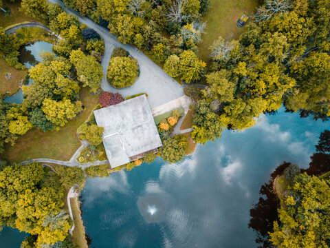 Aerial view of a lakefront home in Solon, Ohio, United States
