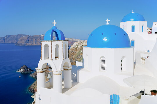 Blue domed churches in the village of Oia (La), Santorini (Thira), Cyclades Islands, Aegean Sea, Greece, Europe