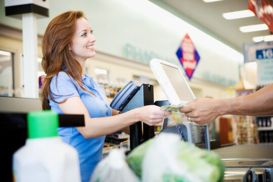 Supermarket: Woman Pays Cash for Groceries