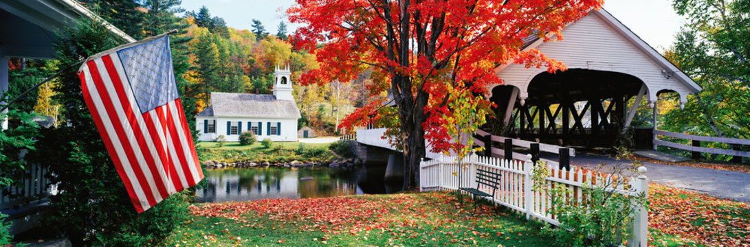 United States of America, New Hampshire, Stark Village, Church and Covered Bridge