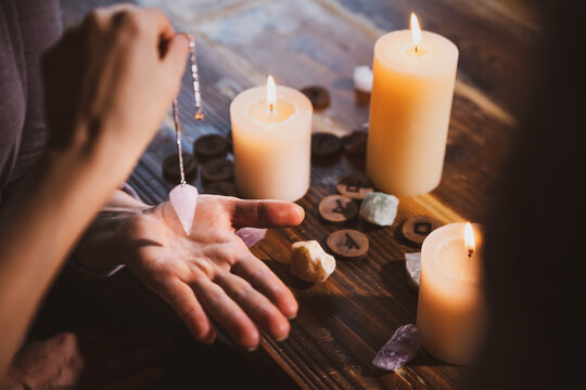 Librate with an pendulum over the hand, healing or oracle foretelling