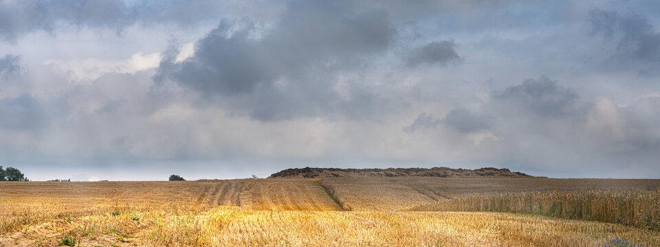 Stoppelfeld im Herbst