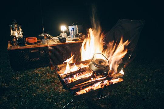 焚き火と夜のキャンプ風景 / Night Campfire