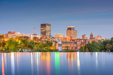 Fototapete - Manchester, New Hampshire, USA Skyline on the Merrimack River