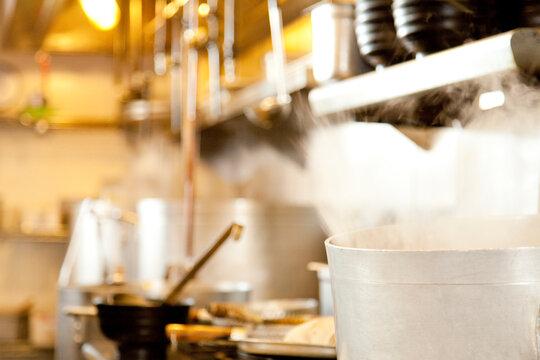 ラーメン屋の厨房