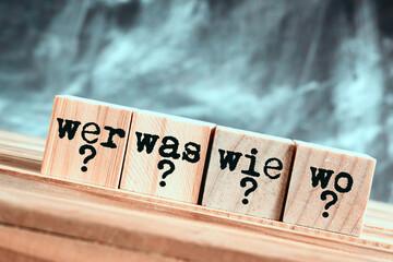 Obraz Fragen Wer Was Wie Wo - fototapety do salonu