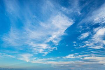 Photo sur Plexiglas Bleu jean 空(たなびく雲)