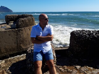 Chwile relaksu nad morzem w Sabaudii, Italy.