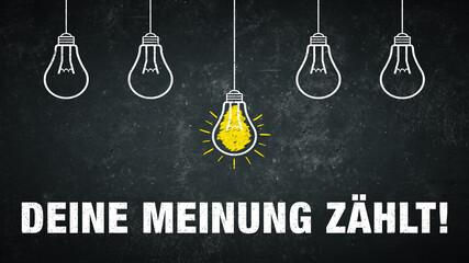 Deine Meinung zählt. Text auf einer schwarzen Tafel mit Glühbirnen.