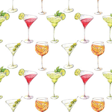 Bright cocktails watercolor seamless pattern with margarita, martini, cosmopolitan, spritz hand drawn in sketch style. Popular alcoholic drinks for background, wallpaper, textile design.