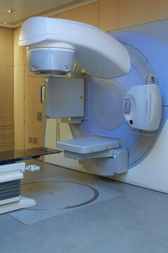 Radiotherapy device for cancer treatment