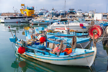 Photo sur Aluminium Montagne Small Greek fishing boats are moored in Ayia Napa