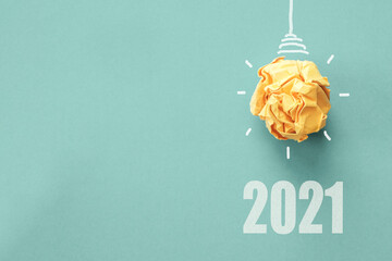 2021 Yellow paper light bulb on blue background, innovative business vision and resolution concept