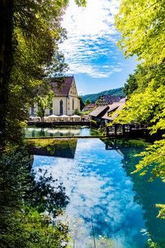Blautopf mit Kloster und Schmiede