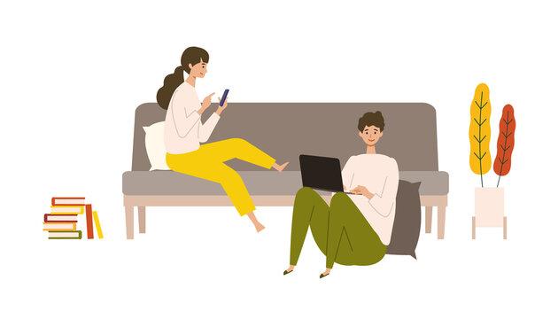 秋の休日を自宅でパソコン、スマートフォンと共に楽しむカップル