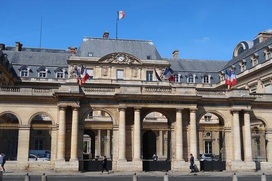 Façade du Conseil d'État français au Palais Royal à Paris (France)