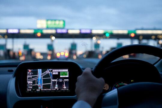 電気自動車の運転席