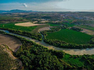 Tributary of the Guadalquivir flowing through Mengibar./Afluente del Guadalquivir desembocando a su paso por Mengibar.