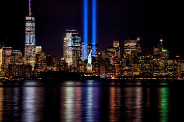 Photo sur Plexiglas Pain 9/11 Memorial Beams with Statue of Liberty and Lower Manhattan.