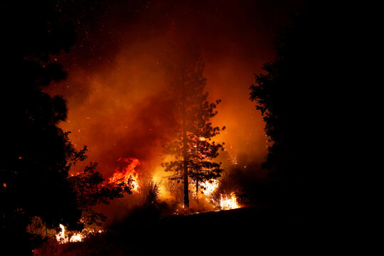 Creek Fire rages in Tollhouse
