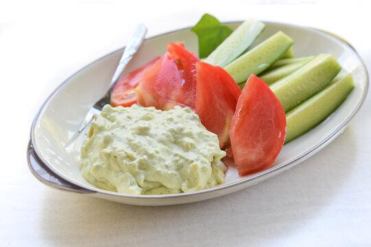夏野菜とアボカドディップ