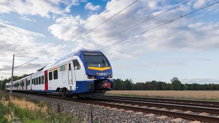 Ein moderner Reisezug der ODEG