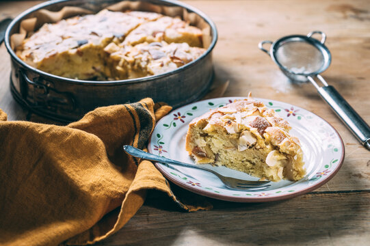 Food: Apple cake with almond topping