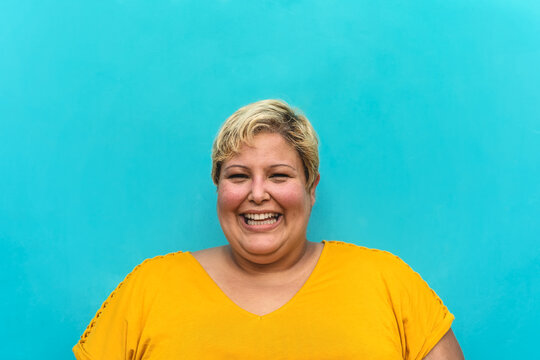 Happy plus size woman portrait - Curvy overweight model having fun smiling at camera - Over size confident person concept