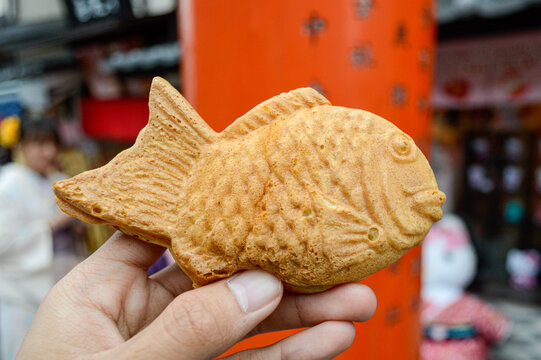 Japanese fish-shaped cake that imitates the shape of the Japanese red seabream and is filled in is red bean paste that is made from sweetened azuki beans, brough fresh from the oven