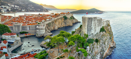 Photo sur Aluminium Europe Méditérranéenne Aerial shoot of Dubrovnik old town during sunrise, Croatia, Europe.