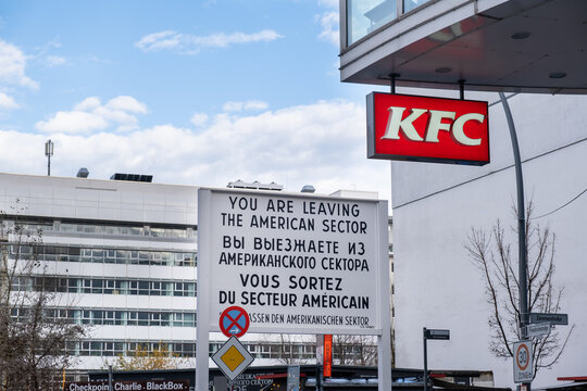 Border sign at Checkpoint Charlie. Berlin