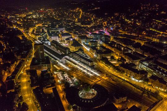 Flug über St.gallen bei Nacht  Banhof St.Gallen Schweiz