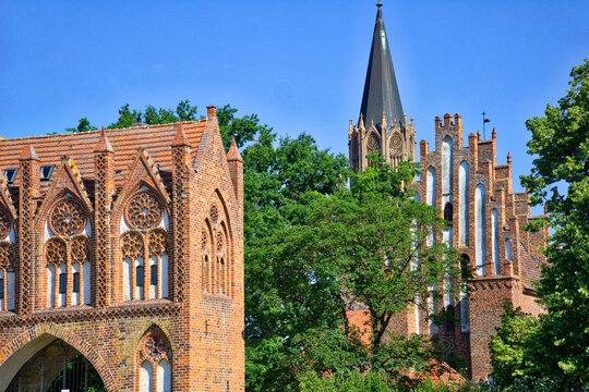 Neubrandenburg - Stargarder Tor und Marienkirche