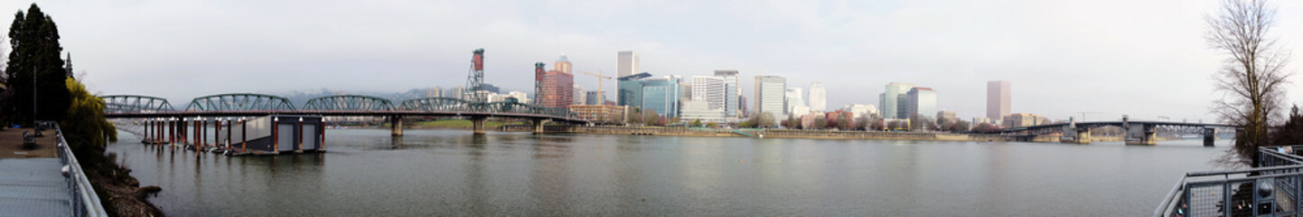 Fotomurales - Vey Wide Panoramic Biew of the Willamette River under Portland Oregon Waterfront