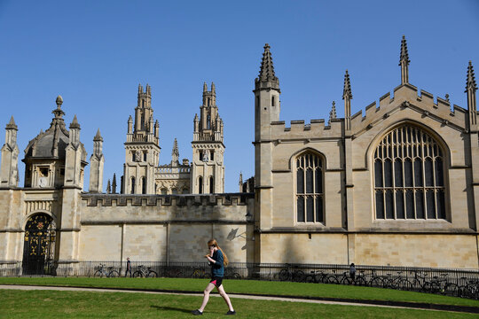 Students, residents and tourists go about their daily life amidst COVID-19 pandemic, in Oxford