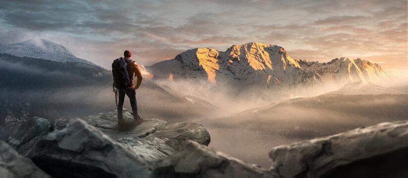 Wanderer auf einem Gipfel in winterlicher Berglandschaft