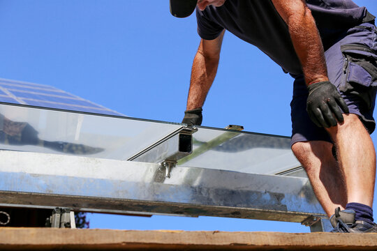 Installation of a glass roof for the terrace