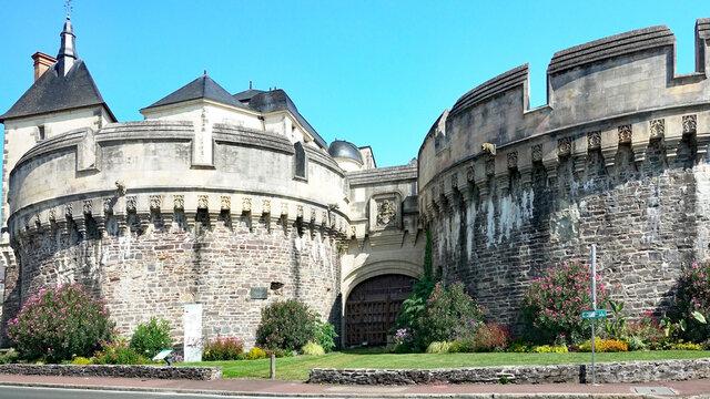 Ancenis - Château des Marches de Bretagne. Châtelet d'entrée édifié à la fin du XIVe et au début du XVIe