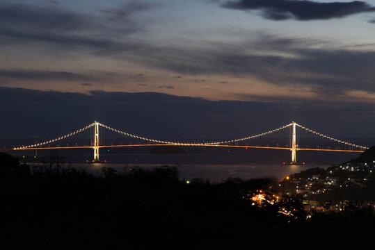 日暮れの白鳥大橋